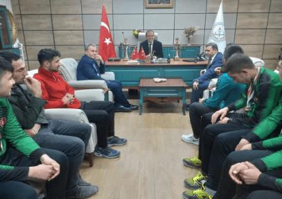 Şampiyonlar İl Milli Eğitim Müdürünü ziyaret etti Urfa Haber