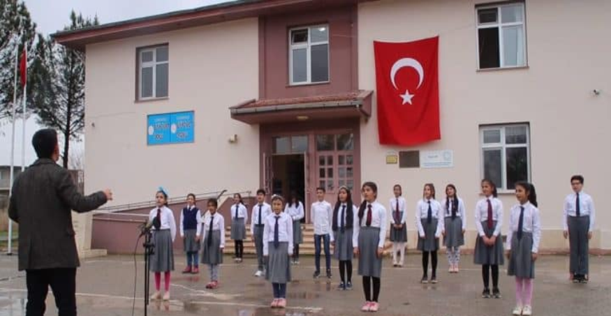 Öğrencilerden 'Çanakkale Türküsü' Urfa Haber
